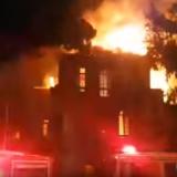 Στις φλόγες τυλίχτηκε το Πολεμικό Μουσείο στα Χανιά