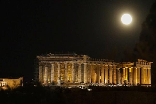 Δείτε την μαγική φωτογραφία της Ακρόπολης που «ακτινοβολεί»