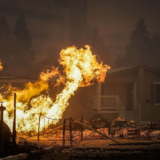 Κόλαση φωτιάς στην Καλιφόρνια – 7.000 άνθρωποι απομακρύνθηκαν από τα σπίτια τους