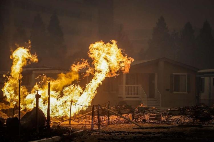 Κόλαση φωτιάς στην Καλιφόρνια - 7.000 άνθρωποι απομακρύνθηκαν από τα σπίτια τους