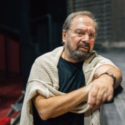 Σταμάτης Φασουλής: Δείτε την απίστευτη μεταμόρφωση του σε Αριστοτέλη Ωνάση