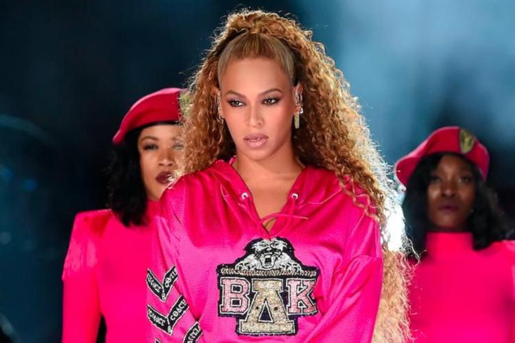 Η Beyonce φόρεσε φόρεμα Έλληνα σχεδιαστή στη συναυλία της!