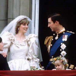 Η πριγκίπισα Νταϊάνα είχε ράψει και δεύτερο νυφικό για τον γάμο της και δεν το γνώριζε