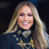 Δείτε την Jennifer Lopez με λαμπερή και σέξι δημιουργία της Σίλιας Κριθαριώτη
