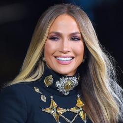 H Jennifer Lopez φόρεσε το κοστούμι που θα λατρέψεις