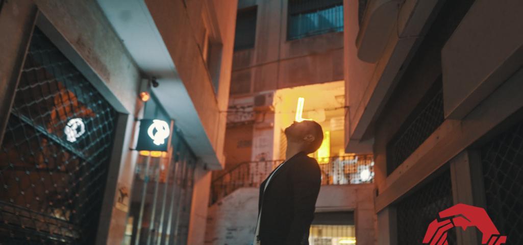 Ηλίας Βρεττός: Το νέο του τραγούδι είναι η δική του ιστορία