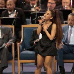 Η Ariana Grande τραγούδησε το «A Natural Woman» στην κηδεία της Aretha Franklin