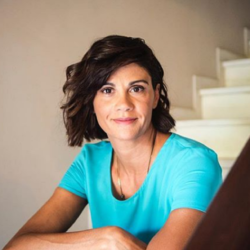 Άννα Μαρία Παπαχαραλάμπους: «Ο ρόλος μητέρας – πατέρα πρέπει να είναι ισορροπημένος»
