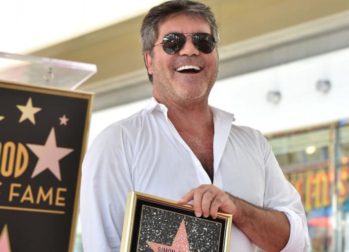 O Simon Cowell απέκτησε το δικό του αστέρι στο Hollywood Walk of Fame!