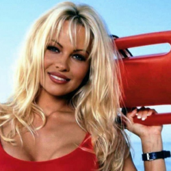 Pamela Anderson: «Δεν έχω κάνει ποτέ τρίο ή ομαδικό σeξ με καλή κατάληξη»