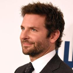 Ο Bradley Cooper μιλάει για την ενός ετών κορούλα του