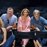 Το «ΣΠΑΣΜΕΝΟ ΓΥΑΛΙ» του Άρθουρ Μίλλερ έρχεται στο θέατρο ΠΟΛΗ