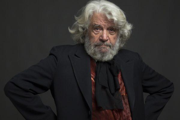 Άγγελος Αντωνόπουλος απαγγέλει ποιήματα του στο Αετοπούλειο
