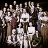 Η Ελένη Κοκκίδου γίνεται Λωξάντρα στο θέατρο Βεάκη