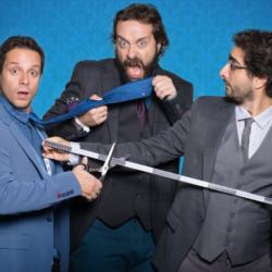Tailor Made Comedy: Μακαλιάς-Ρούμπος-Φισφής σε μια παράσταση κομμένη και ραμμένη στα μέτρα σας