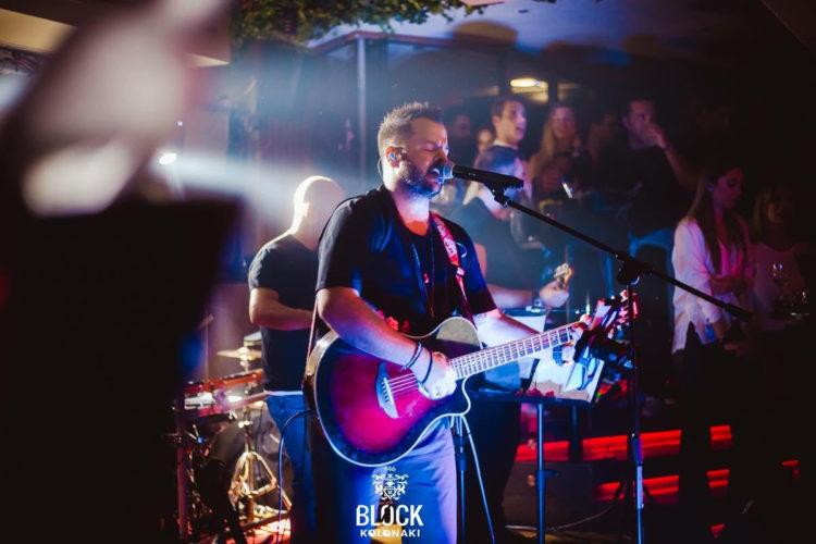 Νίκος Απέργης: Μεγάλη επιτυχία στο νέο του τραγούδι και στις live εμφανίσεις του!