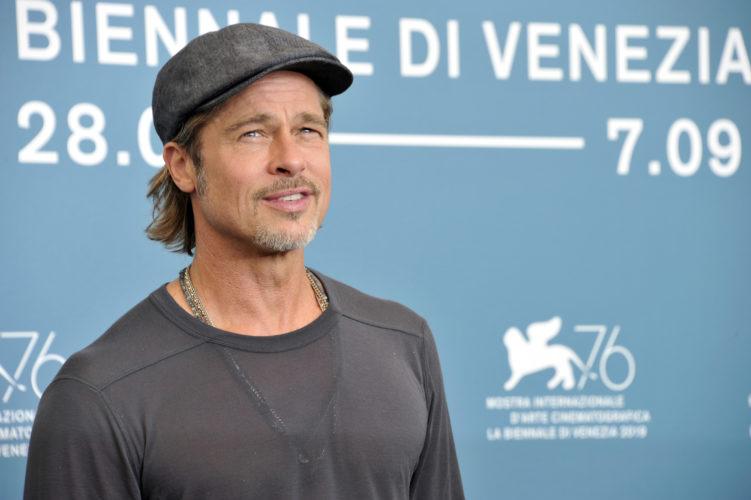 Ο Brad Pitt εντοπίστηκε να δίνει τρόφιμα σε άπορες οικογένειες!