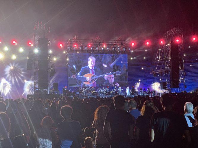 Κατάμεστο το Καλλιμάρμαρο στη μεγάλη συναυλία του Όλοι Μαζί Μπορούμε