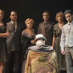 Ο Απρόσκλητος Επισκέπτης: Εορταστικό πρόγραμμα παραστάσεων στο Θέατρο ELIART