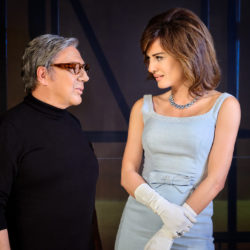 Ωνάσης: Τα θέλω Όλα: Το Εορταστικό πρόγραμμα της παράστασης στο θέατρο Παλλάς