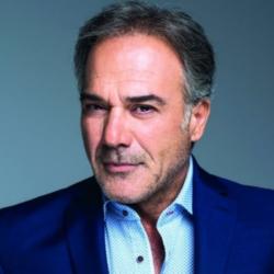 """Ο Παύλος Ευαγγελόπουλος μιλάει για το συμβόλαιο του με το """"Έλα στη θέση μου"""""""