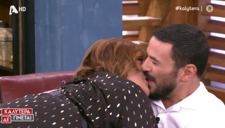 Η Βίκυ Σταυροπούλου φίλησε τον Κώστα Τσουρό στο στόμα