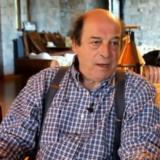 """Μανούσος Μανουσάκης: Ο σκηνοθέτης του """"Κόκκινου Ποταμιού"""" μιλάει για τις """"Άγριες Μέλισσες"""""""