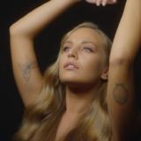 """Ανδρομάχη: Η ταλαντούχα και όμορφη τραγουδίστρια που έχει """"μαγέψει"""" το κοινό"""