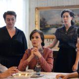 Η Κάτια Δανδουλάκη αποκαλύπτει τα κοινά στοιχεία του χαρακτήρα της με τον ρόλο της Ανέτ στις Άγριες Μέλισσες