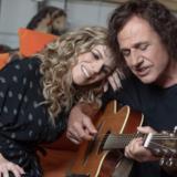 Ο Βασίλης Παπακωνσταντίνου & η Βιολέτα Ίκαρη στο Άνοδος live stage