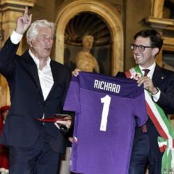Φλωρεντία: Έδωσαν στον Ρίτσαρντ Γκιρ το κλειδί της πόλης για τη βοήθεια στους μετανάστες