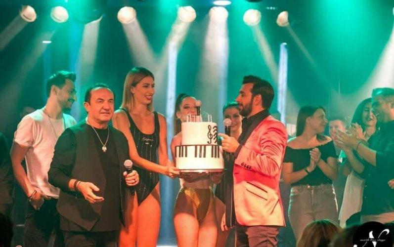 Η συγκινητική έκπληξη γενεθλίων on stage στον Θάνο Πετρέλη από τους Πανταζή-Καλίδη-Tus