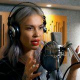 To «Δύο Ζωές» του Οικονομόπουλου σε ένα ιδιαίτερο cover-μπαλάντα με τη φωνή της Naya!