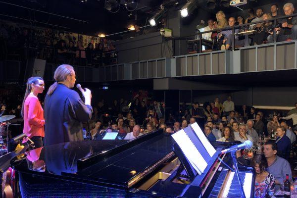 Ο Στέφανος Κορκολής και η Σοφία Μανουσάκη συνεχίζουν με απόλυτη επιτυχία στη μουσική σκηνή Σφίγγα!