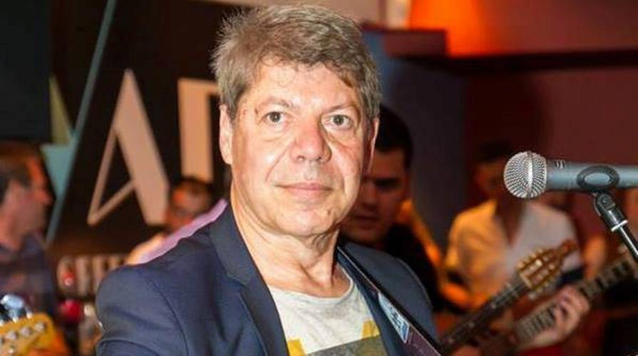 Βαγγέλης Κονιτόπουλος: Στο «σφυρί» το «ανάκτορo» του τραγουδιστή