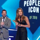 """Η Jennifer Aniston παρέλαβε βραβείο για την καριέρα της και έδωσε τον καλύτερο λόγο εξυμνώντας τα """"Φιλαράκια"""""""