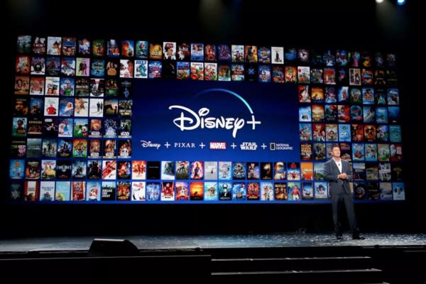 H Disney+ «μπλόκαρε» για θεατές κάτω των 7 ετών τον «Πίτερ Παν» και τον «Ντάμπο» λόγω επιβλαβών στερεοτύπων