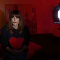 Η Μαίρη Συνατσάκη ποζάρει χωρίς ρούχα και στέλνει ένα μήνυμα για την γιορτή της γυναίκας