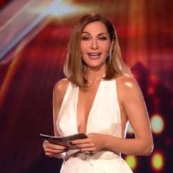 "X Factor: Η Δέσποινα Βανδή τραγούδησε το ""Χριστούγεννα"" και κέρασε κουραμπιέδες"