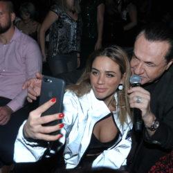 Δείτε τον Λευτέρη Πανταζή να χορεύει μαζί με την κόρη του, Κόνι, τη νέα της επιτυχία