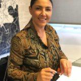 Έλενα Παπαρίζου: Ανανέωσε τη συνεργασία της με τη Minos EMI, a Universal Music Company
