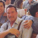 Δείτε τον γιο του Arnold Schwarzenegger να ποζάρει όπως ο μπαμπάς του