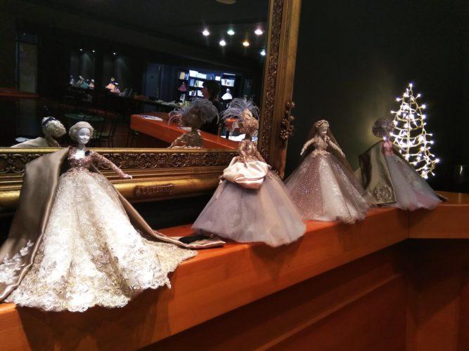 Μικρές Κυρίες - Έκθεση Κούκλας του Νίκου Καρδωνη στο θέατρο Άλμα