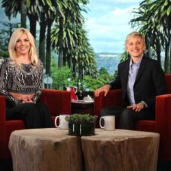 Δείτε το απίστευτο throwback «jingle- bell» βίντεο της Ellen DeGeneres με τη Britney Spears