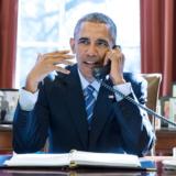 Ο Barack Obama περιγράφει πώς... κρυφοκάπνιζε στον Λευκό Οίκο και πώς το έκοψε όταν τον έπιασε η Μαλία