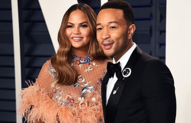 Ο John Legend και η Chrissy Teigen ανακοίνωσαν ότι θα γίνουν γονείς για 3η φορά!