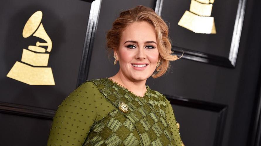 Δείτε την Adele αδυνατισμένη και με μίνι φόρεμα   Είναι αγνώριστη
