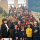 Μαρέβα Μητσοτάκη: Μοίρασε δώρα και χαμόγελα στα παιδιά του νοσοκομείου Παπαγεωργίου