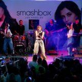 Λαμπερή εορταστική συναυλία με την Demy για την έναρξη της συνεργασίας της με τη Smashbox