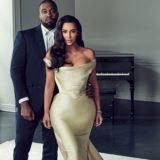 Η Kim Kardashian ποζάρει με τον Kanye West και τα τέσσερα παιδιά τους για την χριστουγεννιάτικη κάρτα της οικογένειάς